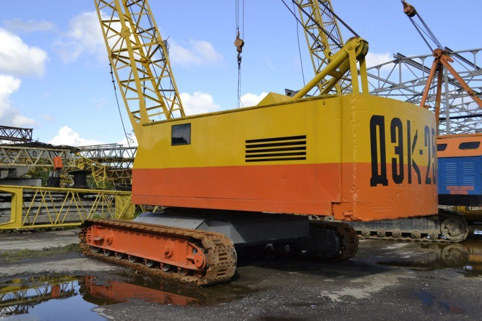Гусеничный дизель-электрический кран ДЭК-251 грузоподъемностью 25 тонн